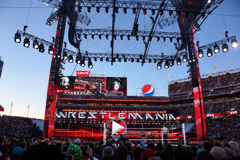 El luchador de WWE el empresario de pompas fúnebres y Bray Wyatt lucha en anillo con cr fotografía de archivo libre de regalías