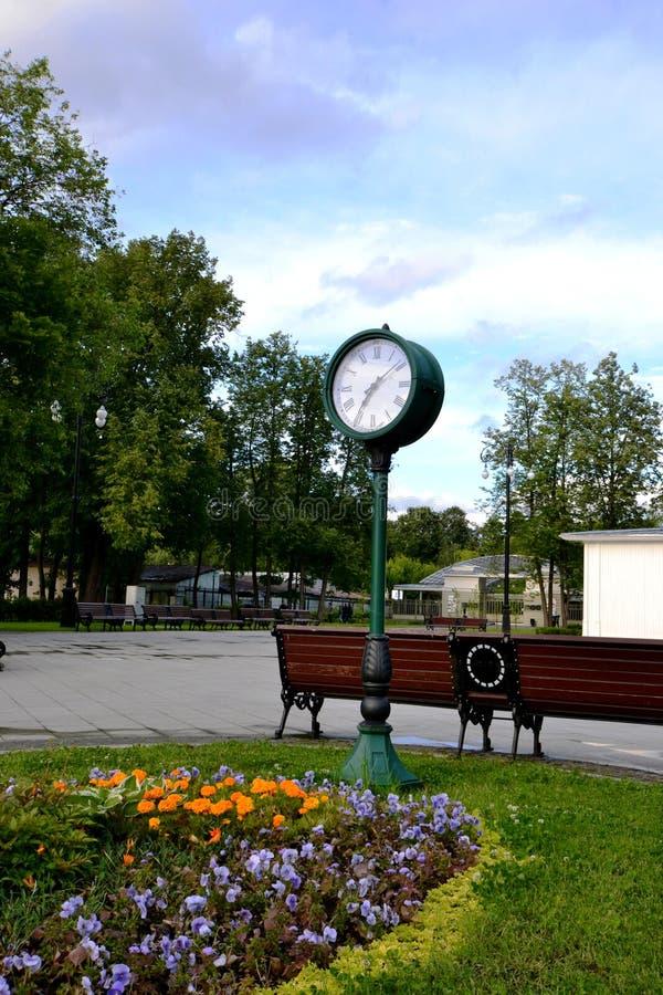 El lugar de reunión en el parque imagen de archivo