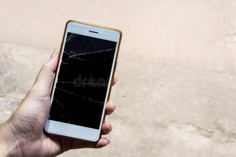 El móvil quebrado de la pantalla, moblle de la pantalla es vidrio agrietado foto de archivo