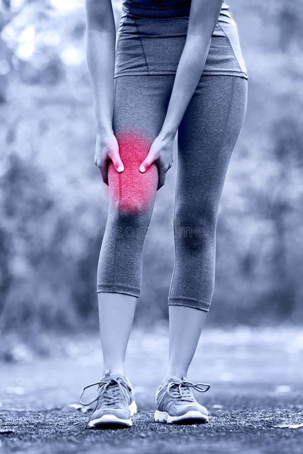 El músculo se divierte lesión del muslo femenino del corredor foto de archivo libre de regalías