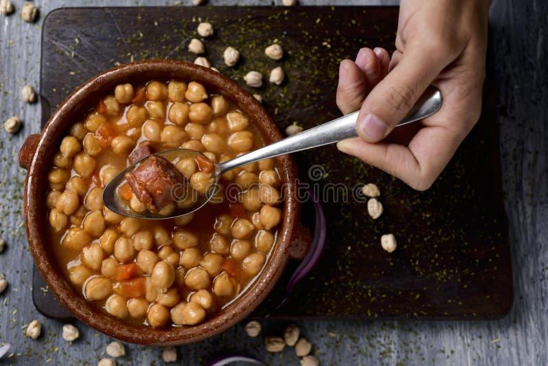 El madrileno español del cocido, guisa típico de Madrid fotos de archivo