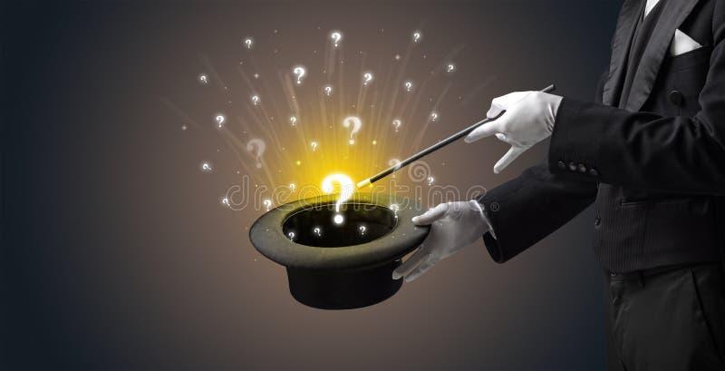 El mago conjura muestras de la pregunta de un cilindro fotos de archivo libres de regalías