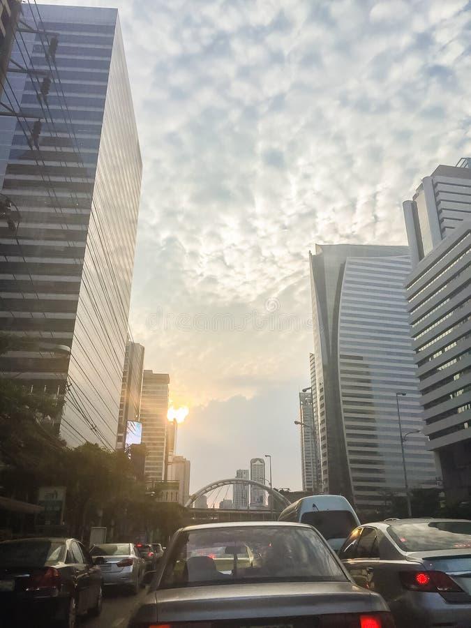 El mammatus asombroso se nubla sobre Bangkok, Tailandia, con buildi alto imagenes de archivo