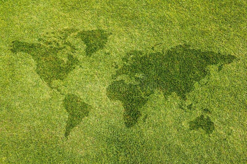 El mapa del mundo en el césped fotos de archivo libres de regalías