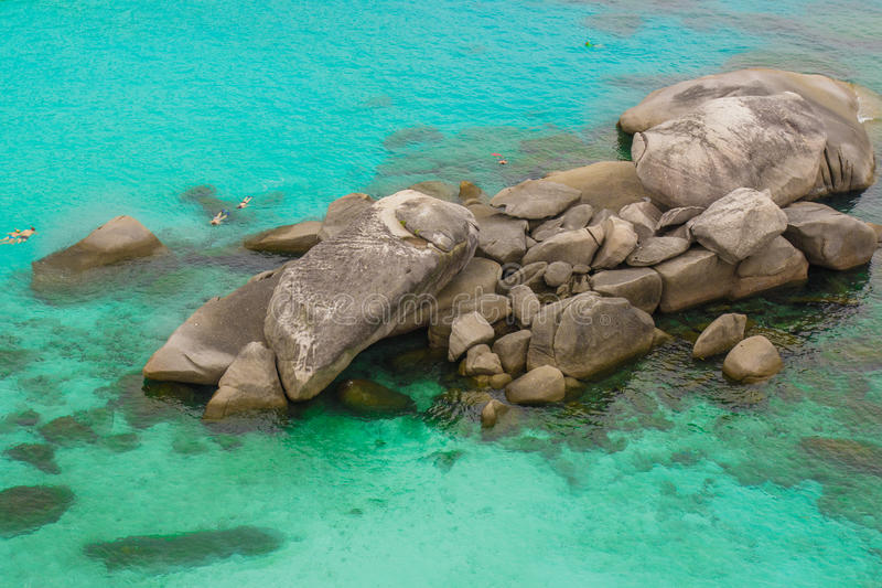 El mar agita piedras fotografía de archivo libre de regalías