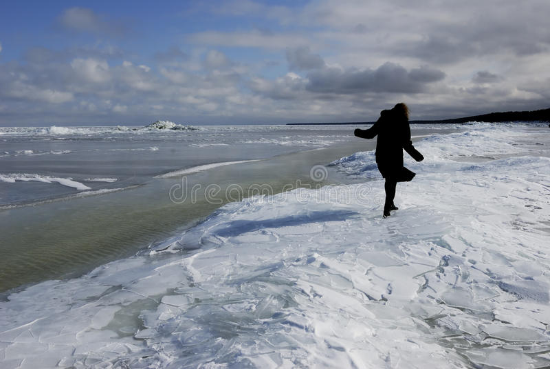 El mar Báltico es cubierto por el hielo fotos de archivo libres de regalías