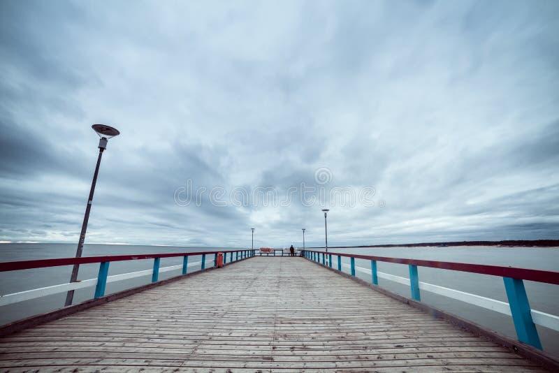 El mar Báltico y un embarcadero imagen de archivo