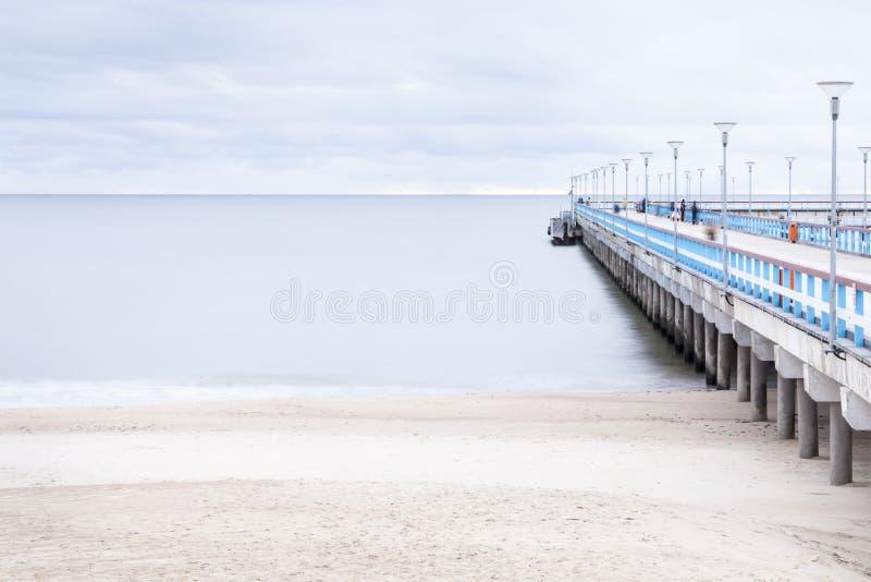 El mar Báltico y un embarcadero foto de archivo