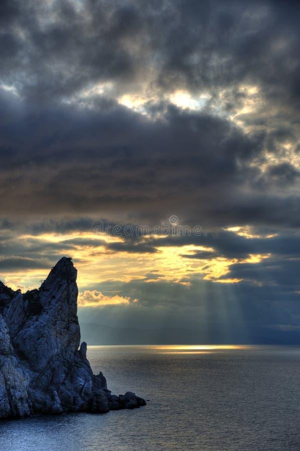 El mar de la noche fotos de archivo