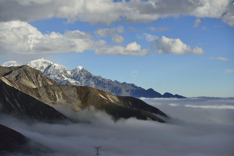 El mar de la nube de la montaña Zheduo imagen de archivo libre de regalías