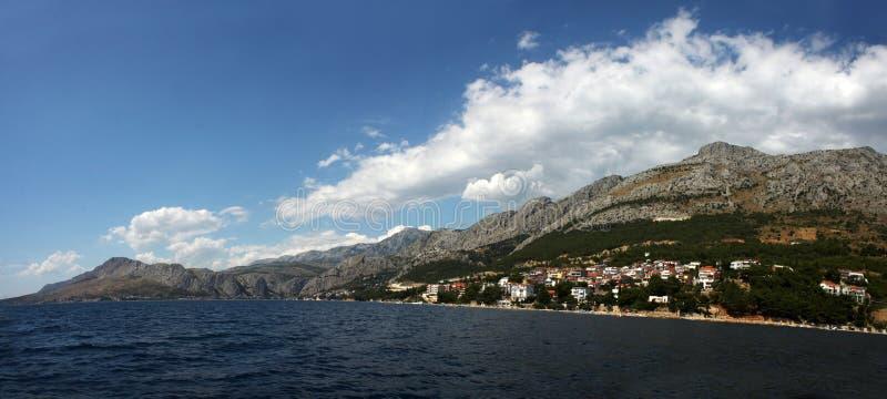 El mar en Omis, Croacia imágenes de archivo libres de regalías
