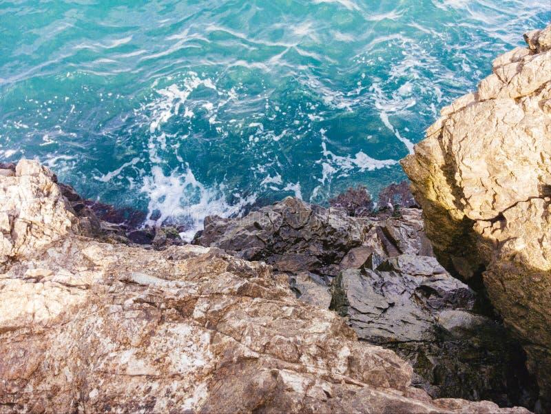 El Mar Negro y roca, Crimea imagen de archivo