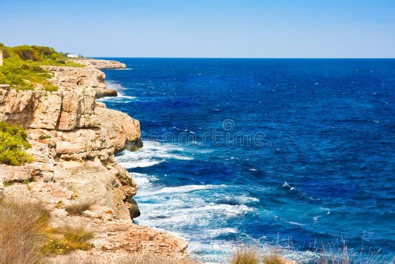 Download El Mar Y El Karst Costean, Mallorca, España Imagen de archivo - Imagen de azul, mediterráneo: 44853265