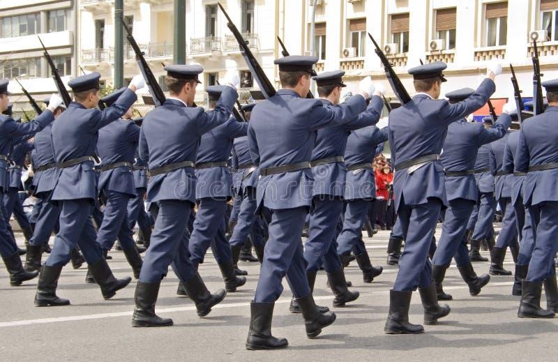 El marchar de los oficiales de ejército