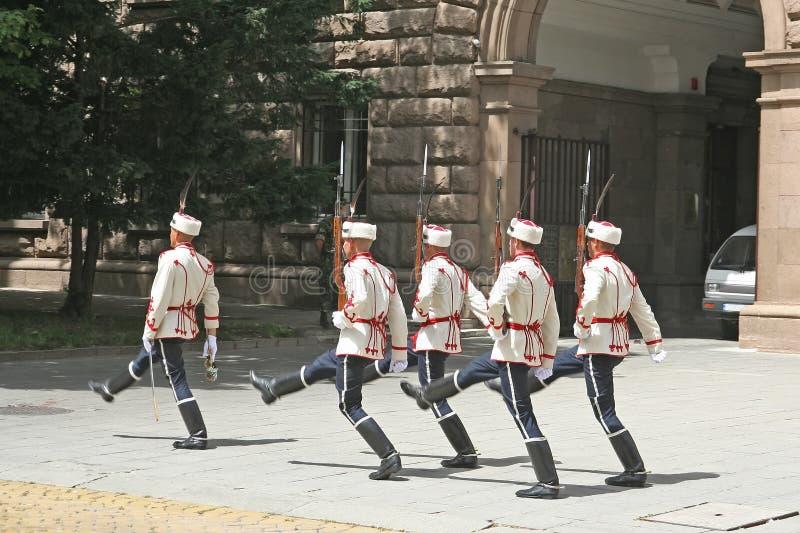 El marchar de los soldados del protector imágenes de archivo libres de regalías