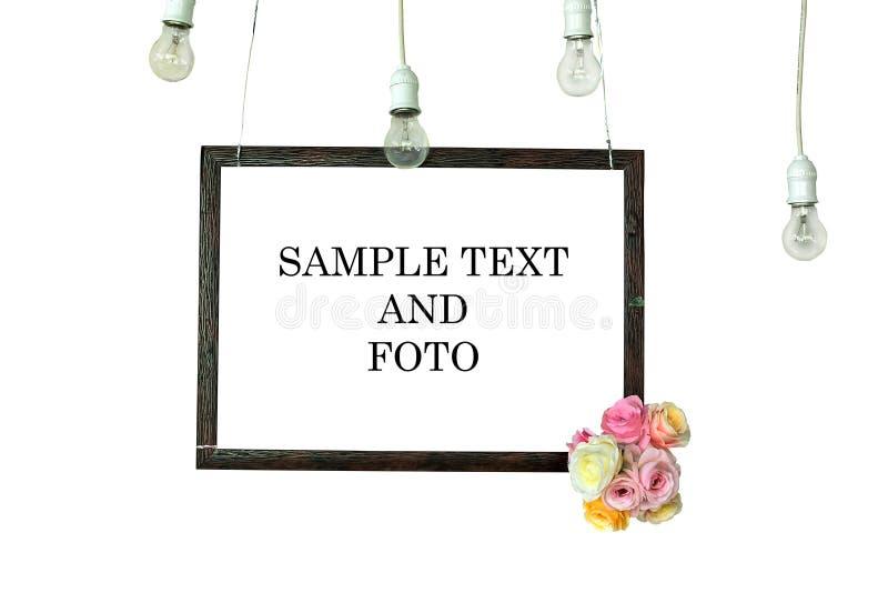 El marco se hace de los marcos de la foto adornados con los bulbos y las flores fotografía de archivo