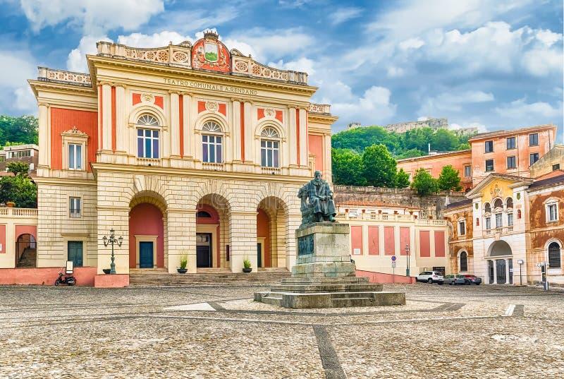 El marzo icónico de la plaza XV, ciudad vieja de Cosenza, Italia fotografía de archivo