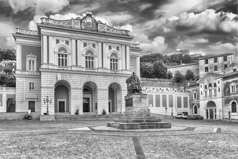 El marzo icónico de la plaza XV, ciudad vieja de Cosenza, Italia foto de archivo