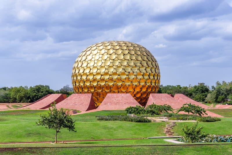 El Matrimandir en Auroville, la India foto de archivo