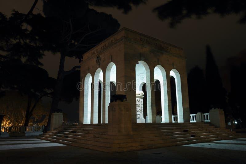 El Mausoleo Ossario Garibaldino en la noche foto de archivo libre de regalías