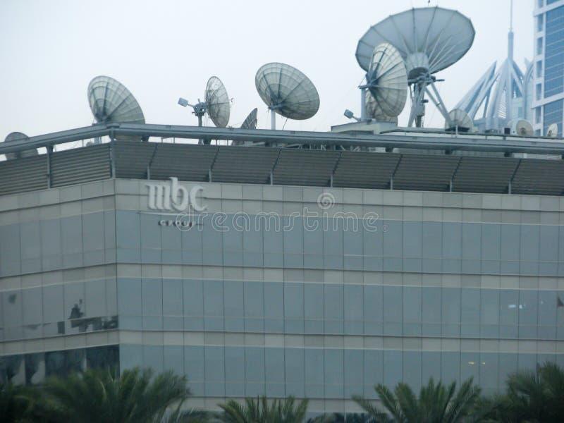 El MBC, el centro de la difusión del Medio Oriente, canaliza el edificio y la instalación de las noticias en Dubai, United Arab E imagenes de archivo
