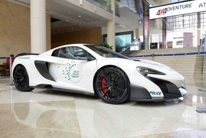 El McLaren 675LT de la policía de Dubai sportscar está en el salón del automóvil 2017 de Dubai imagen de archivo
