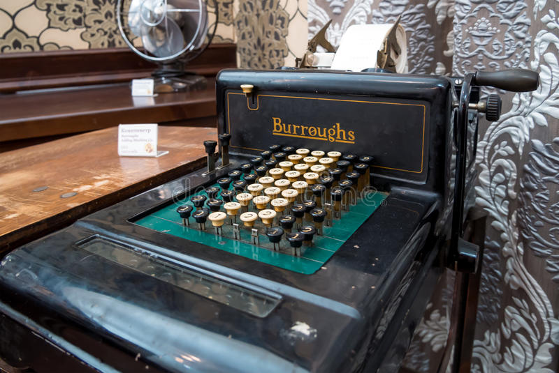 El ` mecánico antiguo del CO de la máquina sumadora de Burroughs del ` de la calculadora imagen de archivo libre de regalías