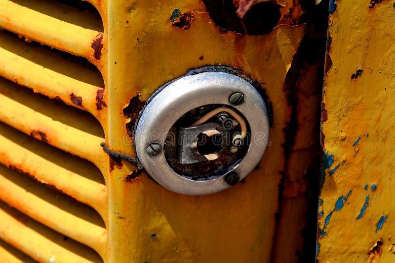 El mecanismo de un tractor viejo foto de archivo