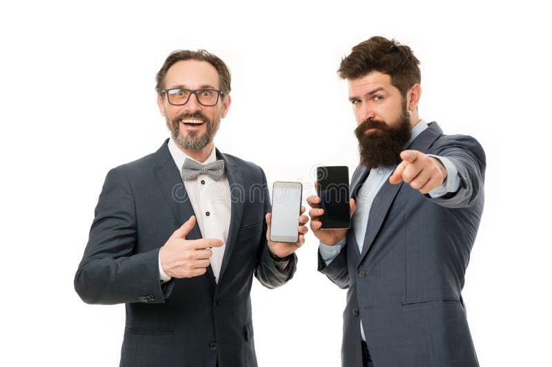 El mejor dispositivo para usted hombres maduros Negocio ?gil Sociedad de los hombres que hablan en el tel?fono hombres de negocio imagen de archivo