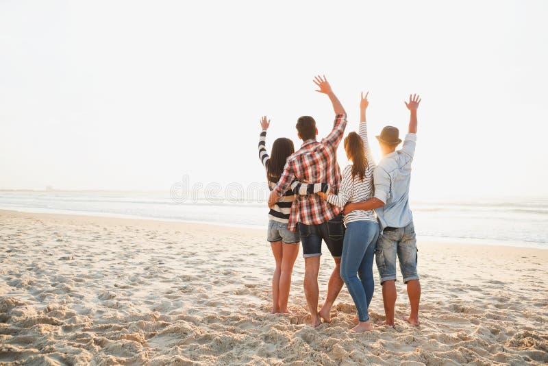 El mejor verano está con los amigos imagen de archivo
