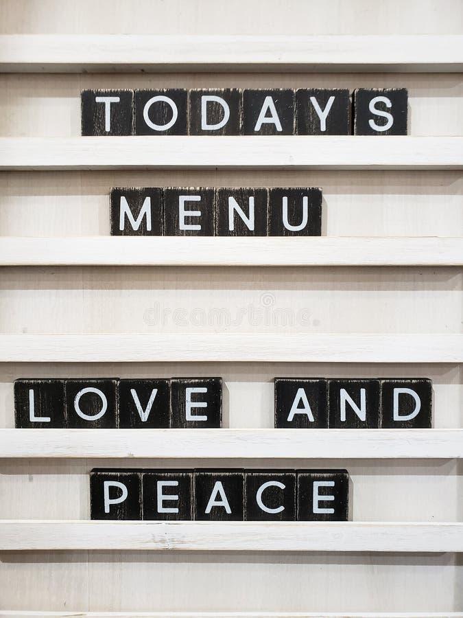 El menú de hoy es amor y paz foto de archivo libre de regalías