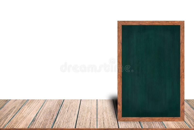 El menú de madera de la muestra de la pizarra del marco de la pizarra en la tabla de madera está poniendo en el fondo blanco con  foto de archivo libre de regalías