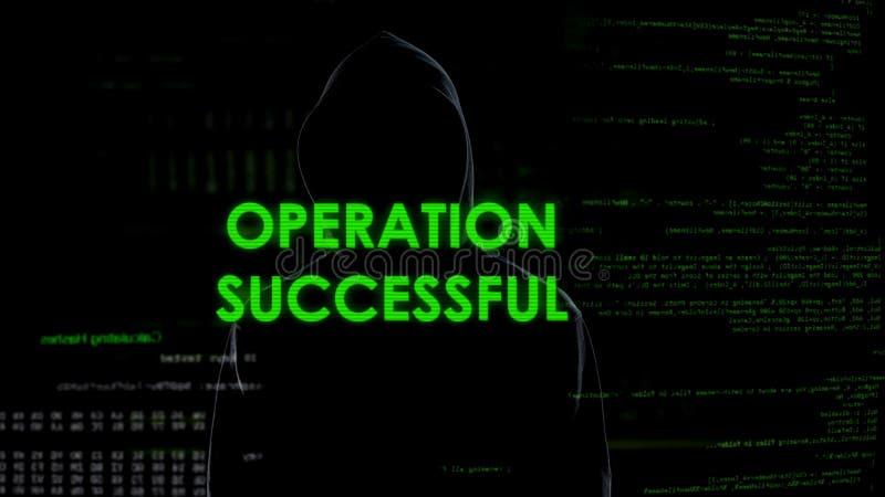 El mensaje acertado de la operación, pirata informático transfiere el dinero a la cuenta costera imágenes de archivo libres de regalías
