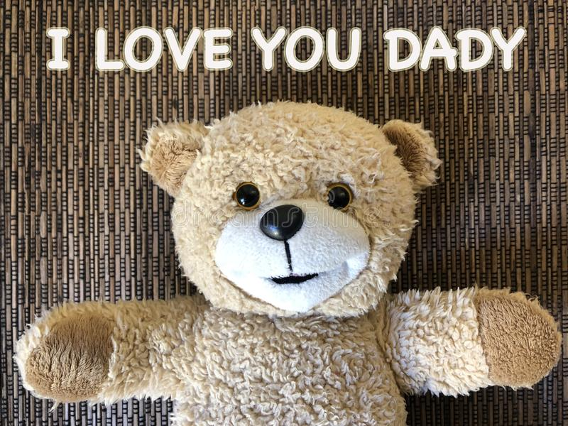 El mensaje ese TE AMO DADY por el oso de peluche lindo fotografía de archivo
