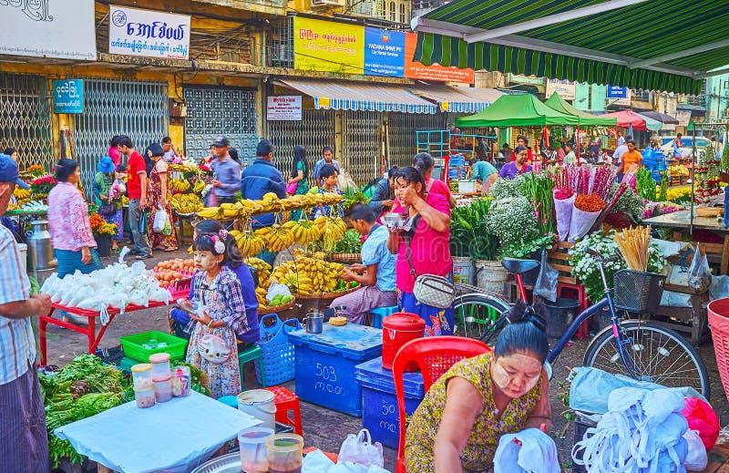 El mercado de Chinatown de la mañana, Rangún, Myanmar imagen de archivo libre de regalías