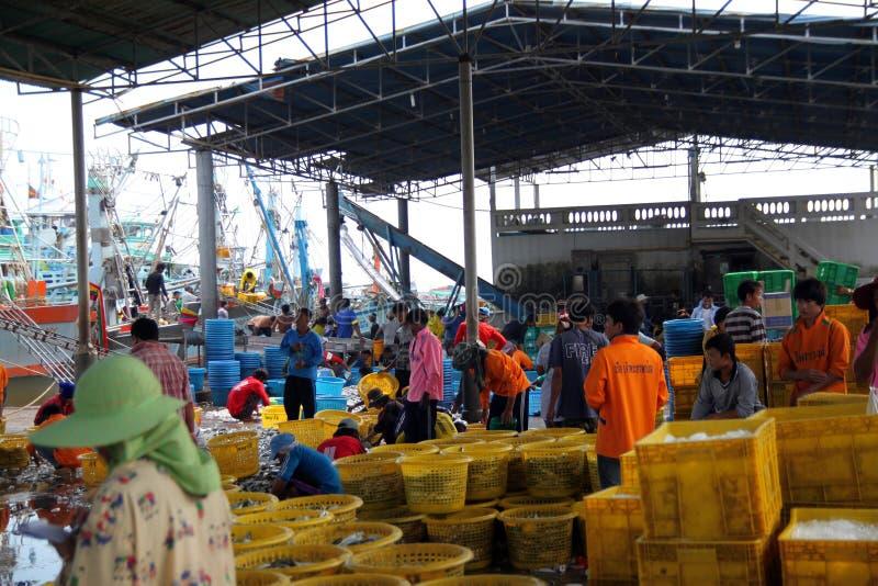 El mercado de pescados es pescado de la carne viene forma el mar fotos de archivo