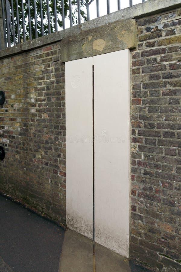 El meridiano primero en el observatorio real en Greenwich, Londres, Inglaterra, Gran Bretaña foto de archivo