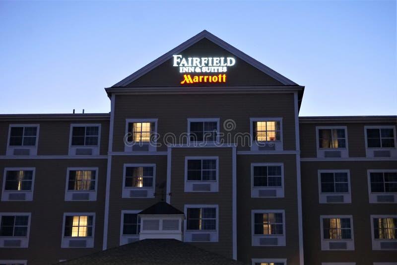 El mesón y las habitaciones Marriott de Fairfield firman adentro New Bedford fotos de archivo