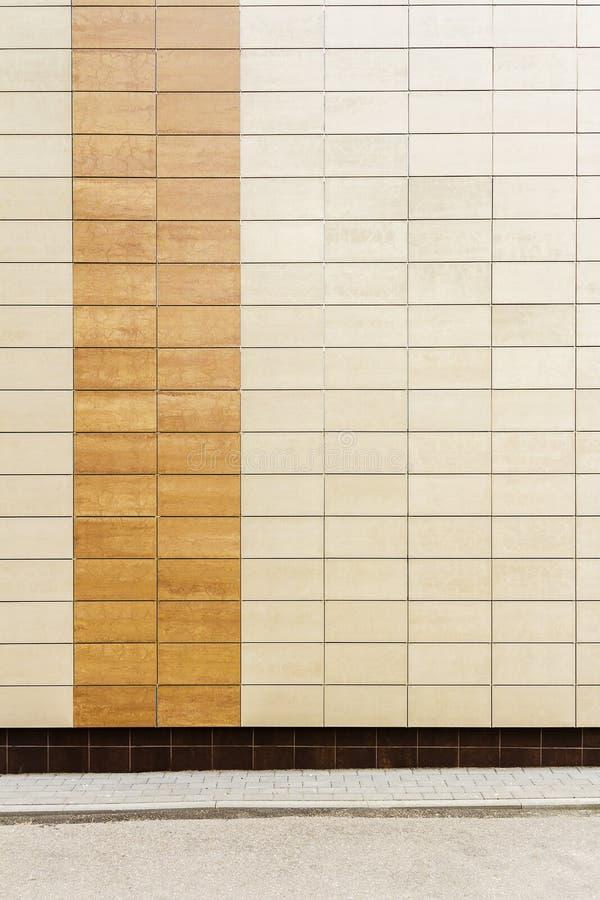 El metal beige moderno teja la pared fotografía de archivo