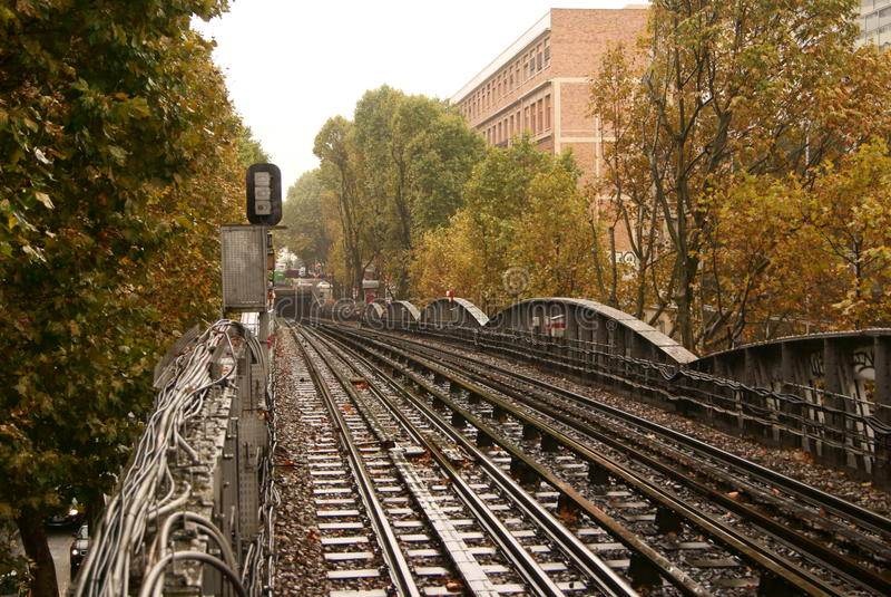 El metro parisien aerien imagen de archivo libre de regalías