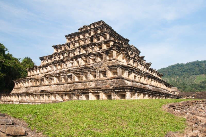 el mexico niches pyramidtajin arkivbild