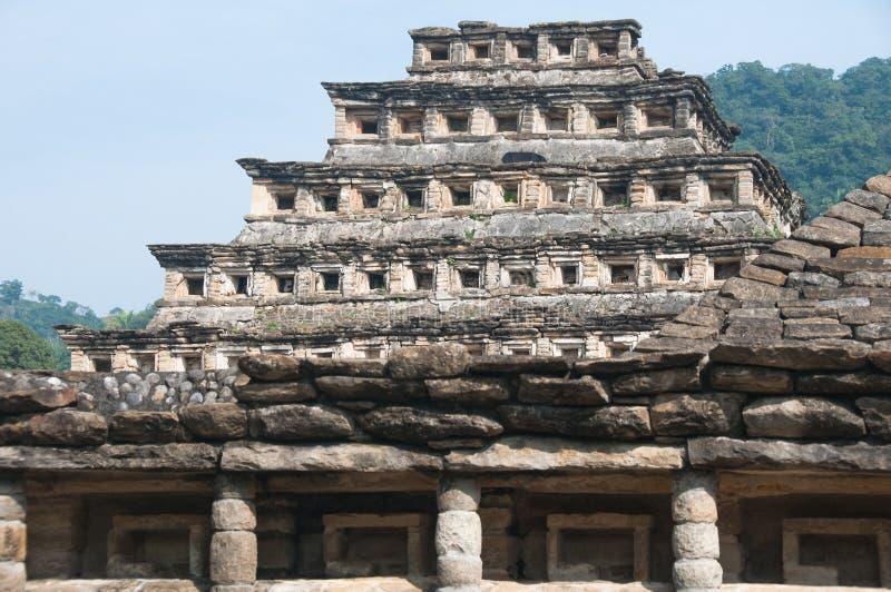 el mexico niches pyramidtajin arkivfoton