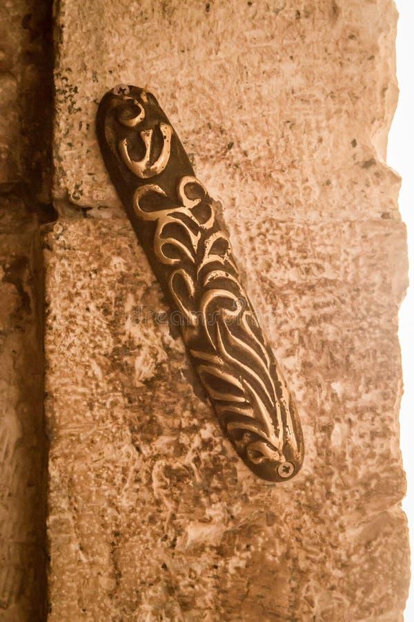 El mezuzah en Zion Gate en Jerusalén, Israel fotos de archivo