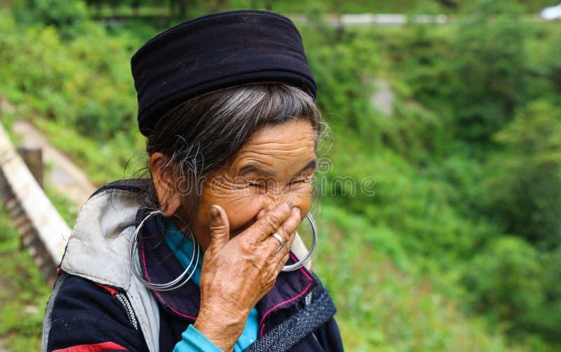 El miembro femenino de una tribu de risa imágenes de archivo libres de regalías