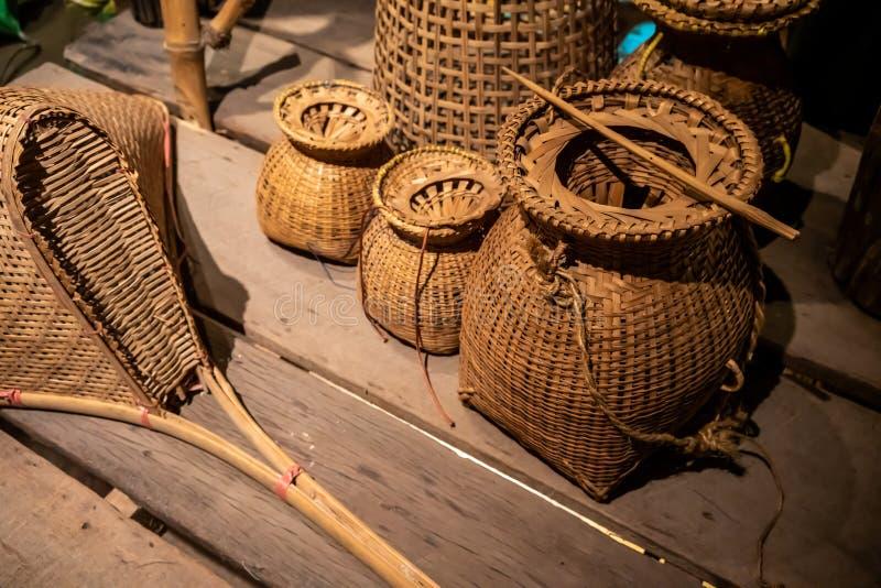 El mimbre de la cesta es hecho a mano tailand?s es textura de bamb? tejida para el fondo imagen de archivo libre de regalías