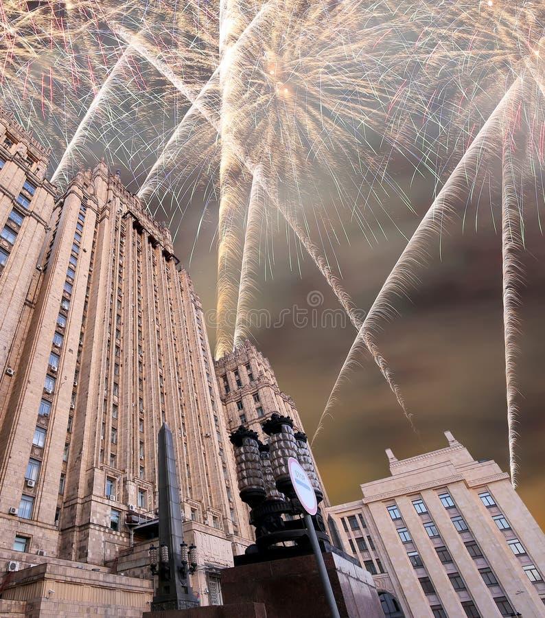 El Ministerio de Asuntos Exteriores de la Federación Rusa y de los fuegos artificiales, Moscú, Rusia foto de archivo libre de regalías