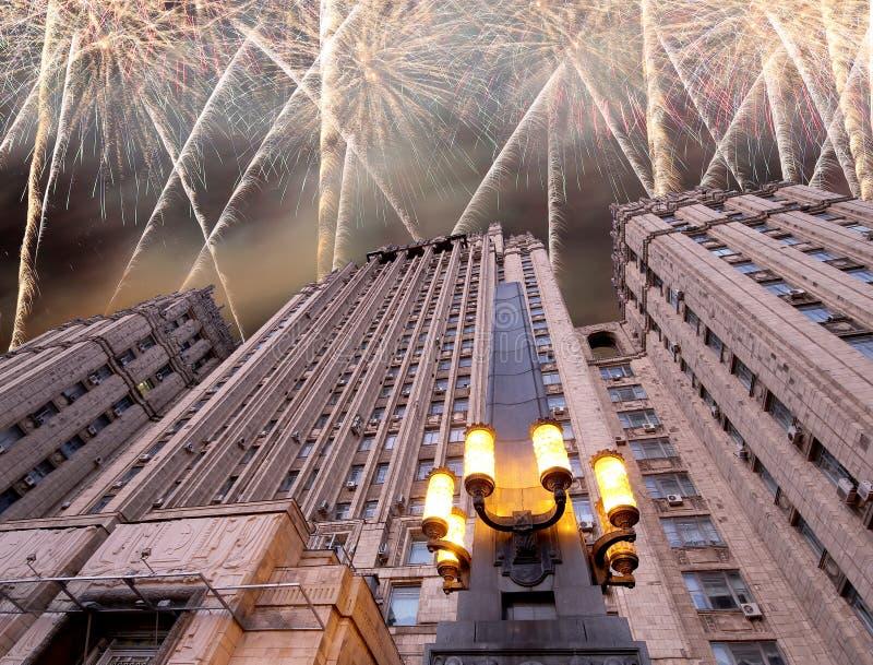 El Ministerio de Asuntos Exteriores de la Federación Rusa y de los fuegos artificiales, Moscú, Rusia imagen de archivo libre de regalías