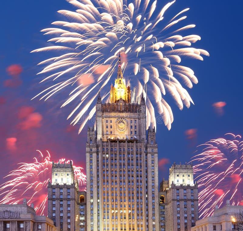 El Ministerio de Asuntos Exteriores de la Federación Rusa y de los fuegos artificiales, Moscú, Rusia fotos de archivo