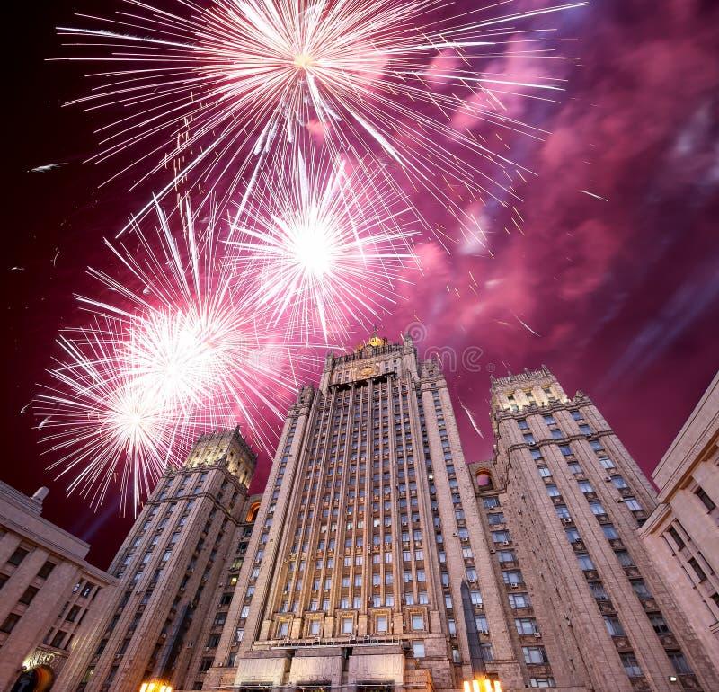 El Ministerio de Asuntos Exteriores de la Federación Rusa y de los fuegos artificiales, Moscú, Rusia imagenes de archivo