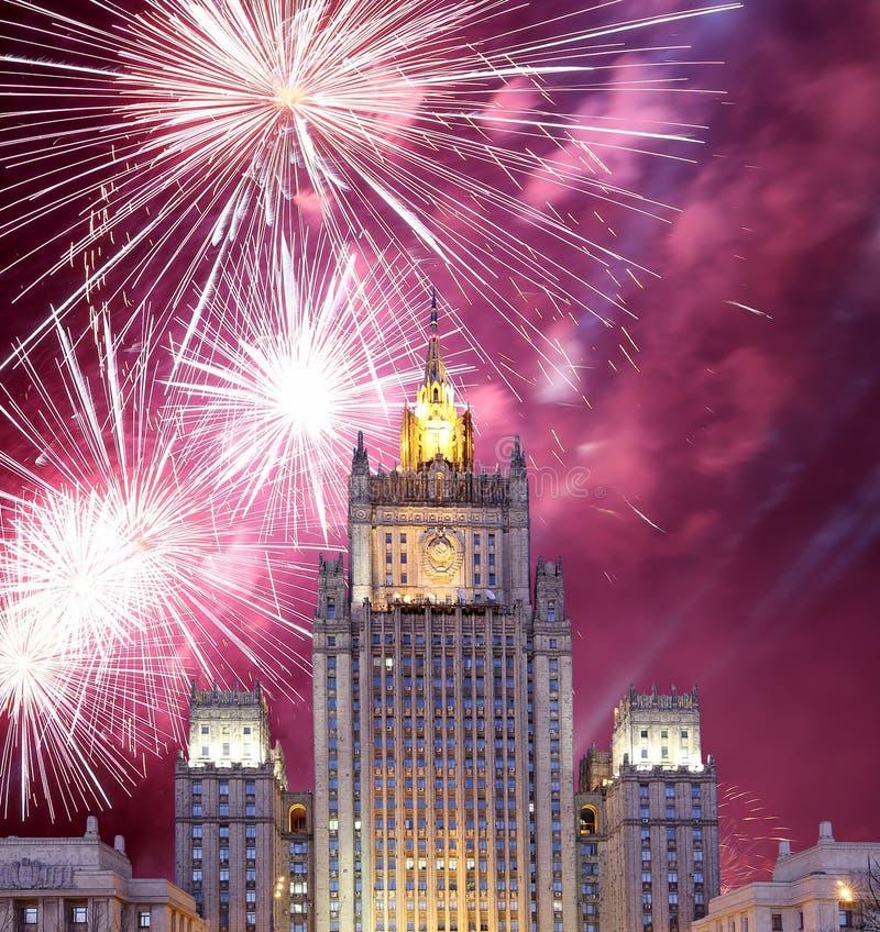 El Ministerio de Asuntos Exteriores de la Federación Rusa y de los fuegos artificiales, Moscú, Rusia fotografía de archivo